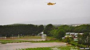 Hofrennydd uwchben Parc Carafannau Glanlerry