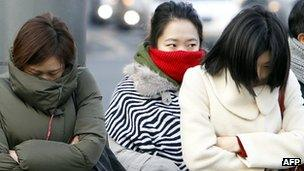 Women in Seoul wearing warm clothes in January 2012