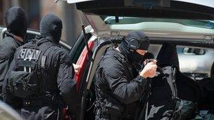Elite police officers arrive at the Toulouse bank
