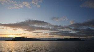 Eilean Eige (le cead bho Undiscovered Scotland)