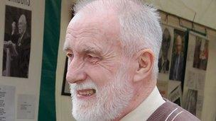 Dafydd Islwyn ar faes y Brifwyl