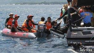 Divers search for missing Philippine Interior Secretary Jesse Robredo and two pilots after a Piper Seneca aircraft carrying them crashed into the sea on Masbate island in central Philippines 20 August, 2012