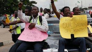 Former Air Nigeria staff protesting