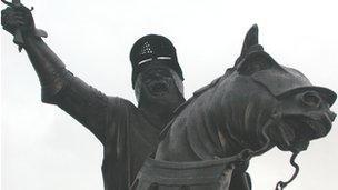 Cerflun Owain Glyndŵr