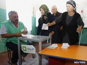 Voters at polling station in Iormungalo, near Tbilisi, 1 Oct 12