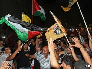 Fatah supporters celebrate in the West Bank city of Bethlehem (21 October 2012)