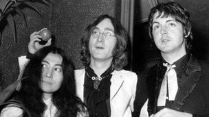 Paul McCartney (r) with Yoko Ono (l) and John Lennon in 1968