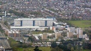 Ysbyty Athrofaol Cymru Caerdydd