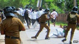 Sri Lankan police clash with university students in Jaffna on 28 November