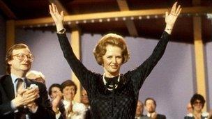 Margaret Thatcher yng nghynadledd y Ceidwadwyr yn 1983