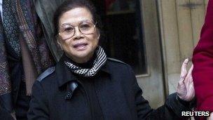 Vilma Bautista (C), the former secretary to former Philippine first lady Imelda Marcos, leaves Manhattan Criminal Court in New York (18 Dec 2012)