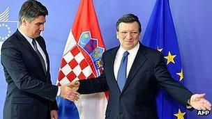 European Commission President Jose Manuel Barroso (right) welcomes Croatian PM Zoran Milanovic, 13 Mar 13