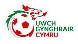 Gohurio gêm yn Uwch Gynghrair Cymru oherwydd diffyg dyfarnwr.
