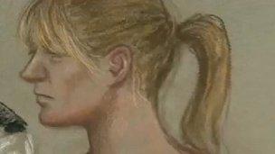 Llun artist o Melanie Jane Smith yn y llys