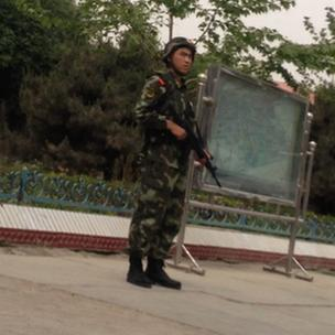 Armed paramilitary standing guard in Selibuya