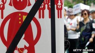 HK anti-birth tourism poster