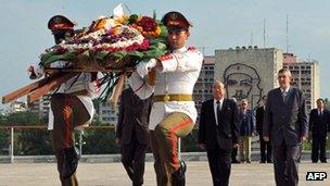 File photo: North Korean Foreign Minister Pak Ui Chun (second right), accompanied by Cuban Deputy Foreign Minister Marco Rodriguez (right), at a wreath-laying ceremony at the Jose Marti monument in the Revolution Square in Havana on 4 May 2009