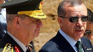 Prime Minister Recep Tayyip Erdogan (R) leaves after a wreath-laying ceremony, flanked by General Ilker Basbug (r)