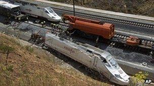 Wreckage of the train near Santiago de Compostela (27 July)