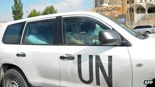 UN chemical weapons inspectors cross the border from Lebanon into Syria (25 September 2013)