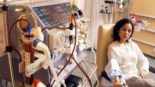 Claf yn derbyn dialysis
