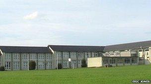 Ysgol Brynrefail