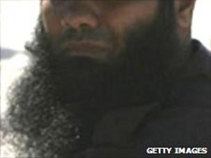 Are beards obligatory for devout Muslim men? - BBC News