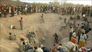 Diamond miners in Zimbabwe