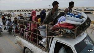 Pakistan flood survivors in Sukkur on 10 August 2010