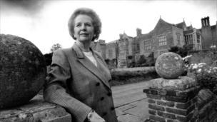 Y Farwnes Margaret Thatcher yn Chequers, 1993