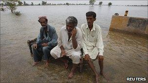 Flood-hit villagers in Jacobabad, Pakistan 15 Aug 2010