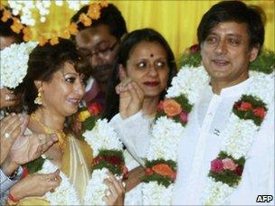 Shashi Tharoor (R) and his bride Sunanda Pushkar (L) at their wedding in Kerala on 22 August 2010