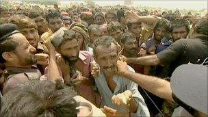 Fighting for aid in Sukkur