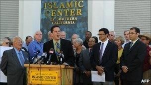 Rabbi Jonathon Klein speaks in favour of the mosque