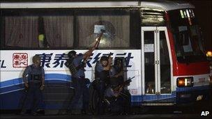 Police storm the hostage bus in Manila, Philippines (23 August 2010)