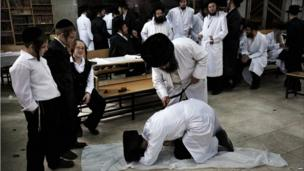 An ultra-Orthodox Jew whips another with a leather belt as a symbolic punishment for his sins during the traditional Malkot ceremony, a few hours before the start of Yom Kippur on 17 September 2010 at a synagogue in the central Israeli town of Bet Shemesh.