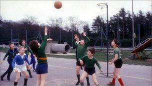 1980s school children playing netball