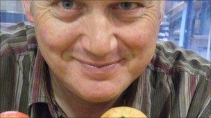 John Hancox and some apples(Right):