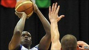 Great Britain's Luol Deng shoots over Hungary's Adam Toth