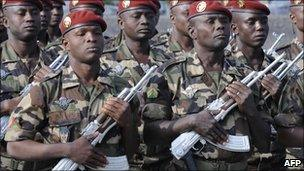 Paratroopers from Niger