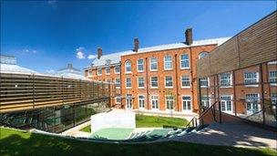 Elm Court School in Lambeth, refurbished under BSF (image: www.clivesherlock.com)