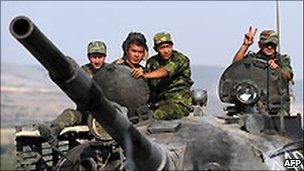 A Russian tank on the Gori-Tbilisi road. File photo