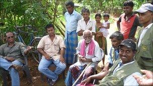 Villagers and SLWCS staff discuss the elephant problem