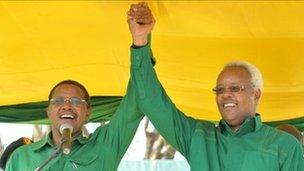 President Kikwete campaigning together with his former prime minister Edward Lowassa