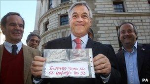Chilean President Sebastian Pinera in London holding the note written by miner Jose Ojeda