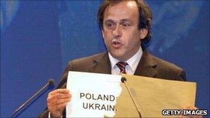 Uefa President Michel Platini opens envelope revealing Euro 2012 hosts (18 April 2007)