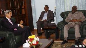 John Kerry meets Sudan's Second Vice-President, Ali Osman Taha (right), in Khartoum (6 November 2010)