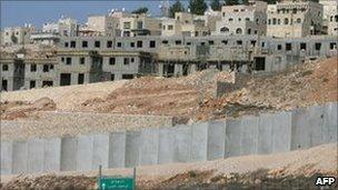 New housing units in the West Bank Israeli settlement of Har Gilo. Photo: November 2010