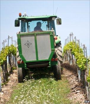 Tractor driving through a vineyard (Image: European Environment Agency)