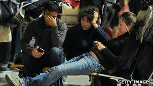 Passengers waiting at Barajas airport (3 Dec 2010)